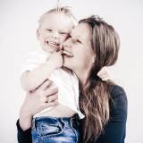Fotoshoot moeder en zoon gezin bij Shoots and More