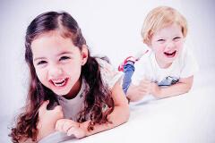 fotoshoot broer en zus bij Shoots and more