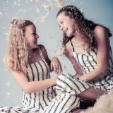 Fotoshoot kussengevecht vriendinnen friends in fotostudio Shoots and More