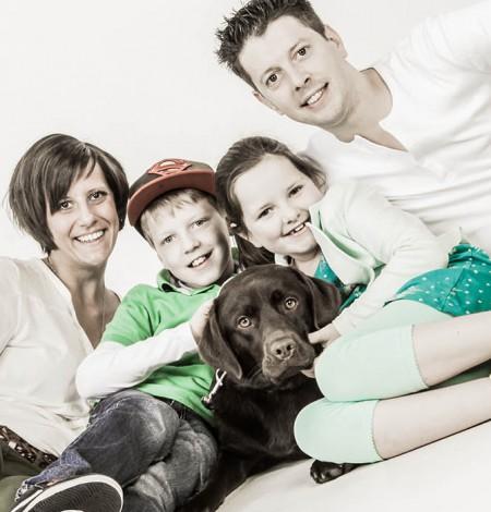 Dieren fotoshoot met familie bij fotostudio Shoots & More Breda