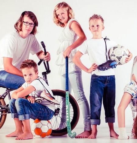 familie fotografie van alle kinderen bij Shoots & More Breda