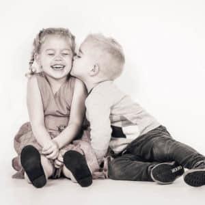 Kus foto tijdens kinderfotoshoot