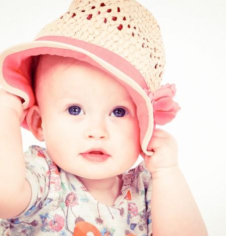 Shoots & More fotografie Den Haag babyfoto met hoedje