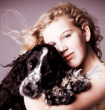 Huisdieren fotoshoot met hond en meisje in Den Haag