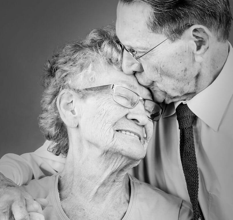 Schattige foto van Opa en Oma tijdens de fotoshoot