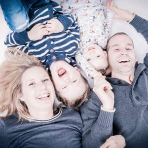 Gezellige fotoshoot gezin